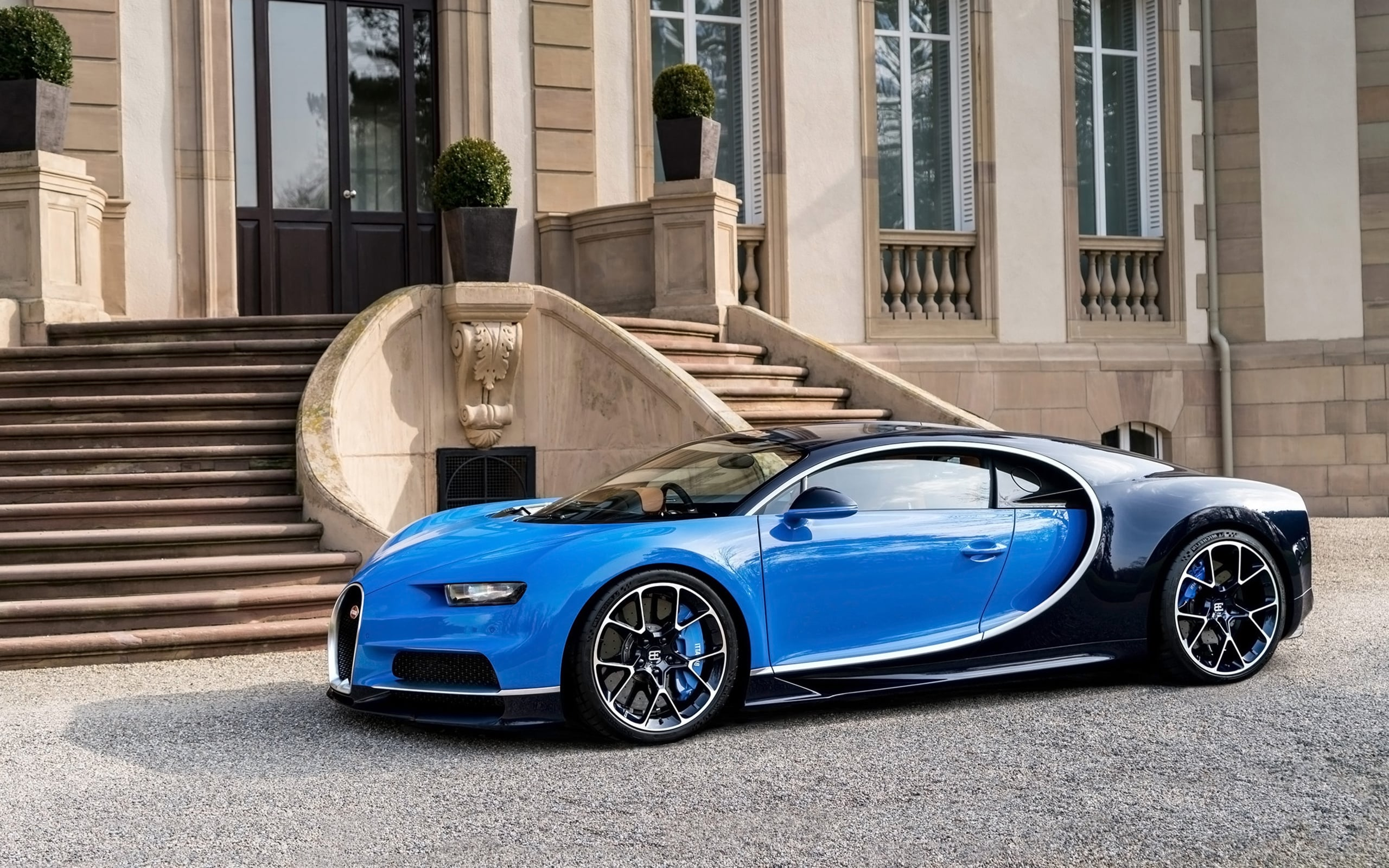 What You Should Know About The 2017 Bugatti Chiron - Exotic Car List