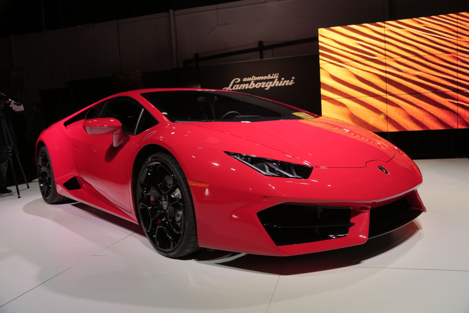 alfa romeo and lamborghini get hollywood at the 2016 la auto show exotic car list. Black Bedroom Furniture Sets. Home Design Ideas